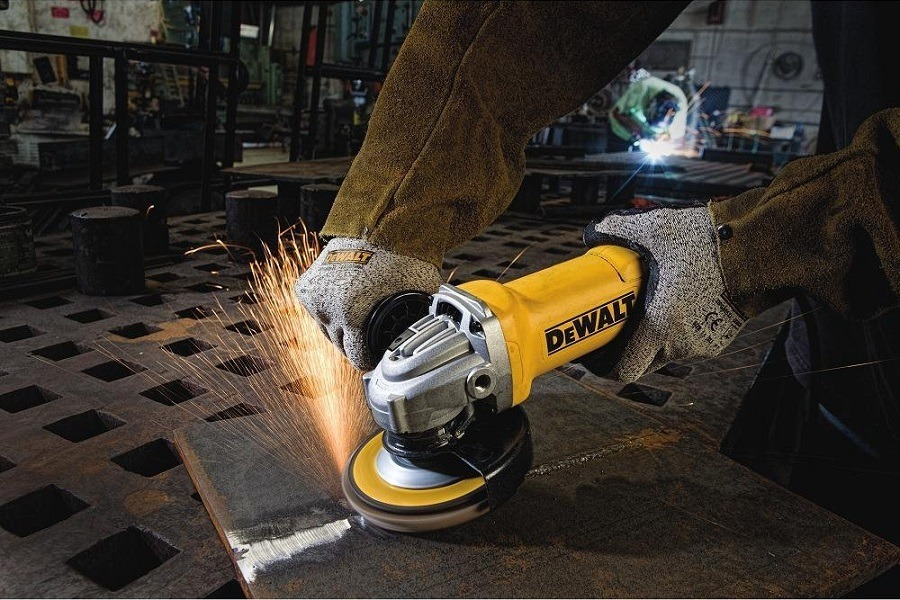 Using DEWALT DWE402 Paddle Switch Angle Grinder