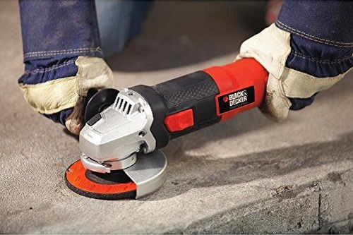 Using Black & Decker BDEG400 6-Amp Angle Grinder