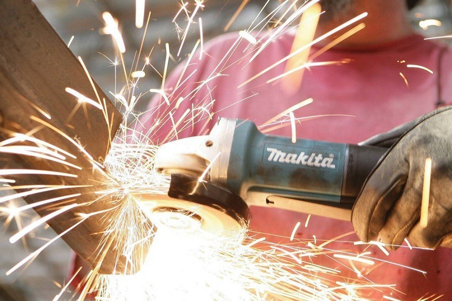 Using Makita Angle Grinder With Aluminum Case