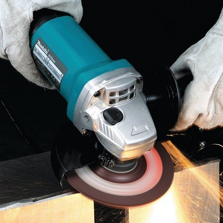 Using Makita Angle Grinder